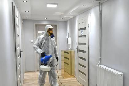Dezynfekcja pomieszczeń przez zamgławianie środkiem dezynfekcyjnym (biobójczym)