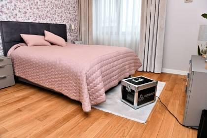 Ozonowanie mieszkania usuwa nieprzyjemne zapachy np. po zwierzętach, po zadymieniu, itp.